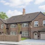 2 bedroom apartment in Lordship Park
