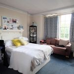 4 bedroom apartment in Huge four bedroom close station NW6